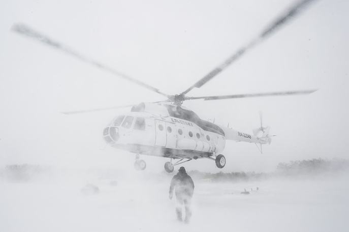 Firefighters of the aerial forest patrol by a helicopter during an emergency response drill at Mochishe aerodrome, in Novosibirsk, March 26, 2015