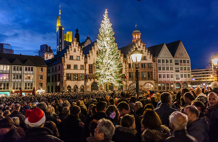 Thousands of people in front of the city council building in Frankfurt, Germany, gathered to listen to the traditional ringing of the bells