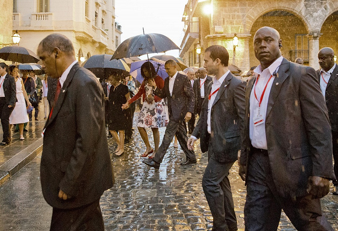 US Presidend Barack Obama arrived at Havana's Jose Marti International Airport on March 20. He became the first US president to visit the island in nearly 90 years. Photo: US President Barack Obama with the first lady Michelle Obama during a walking tour of Old Havana, Cuba, March 20, 2016