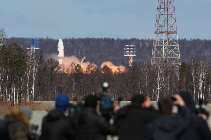 A Soyuz-2.1a rocket booster carrying Lomonosov, Aist-2D and SamSat-218 satellites blasting off from the Vostochny Cosmodrome