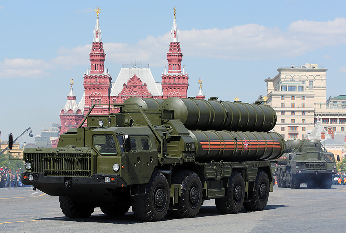 Anti-aircraft missile system S-400 Triumph