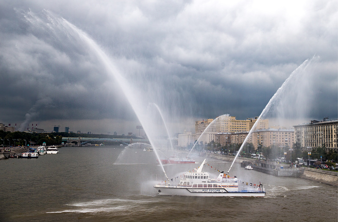 A parade of fire boats in the Moscow River
