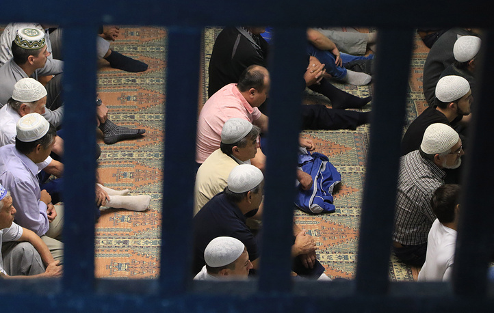 Muslims pray in the Big Khan Mosque in Bakhchisaray, Crimea