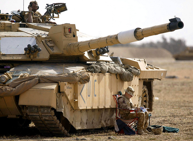 Challenger 2 is a British main battle tank in service with the armies of the UK and Oman. The tank is considered to be one of the best protected in the world. It was used in operations in Bosnia, Kosovo and Iraq. Photo: A Challenger 2 tank in Basra, southern Iraq, 2003