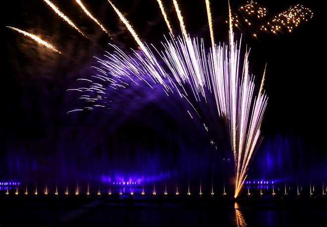 Fireworks at the closing ceremony of the 4th Circle of Light international festival in Moscow, Sept. 27