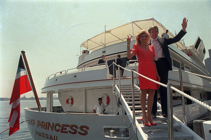 """Donald Trump with his first wife, Ivana board their yacht """"The Trump Princess"""" in New York, 1988"""