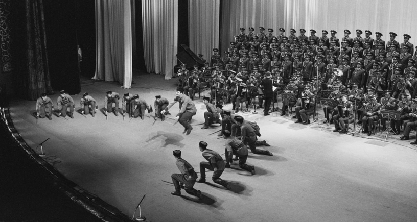 Alexandrov Ensemble's artists perform Cavalry dance, 1989