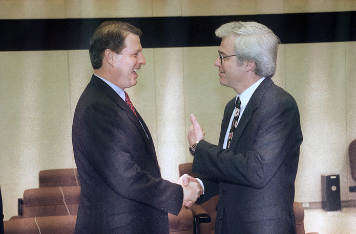 Vitaly Churkin was Russia's Ambassador to Belgium and Liaison Ambassador to NATO and WEU from 1994 to 1998, and the Ambassador to Canada from 1998 to 2003. Photo: US Vice President Al Gore and Russian Ambassador to NATO Vitaly Churkin at NATO headquarters in Brussels, 1995