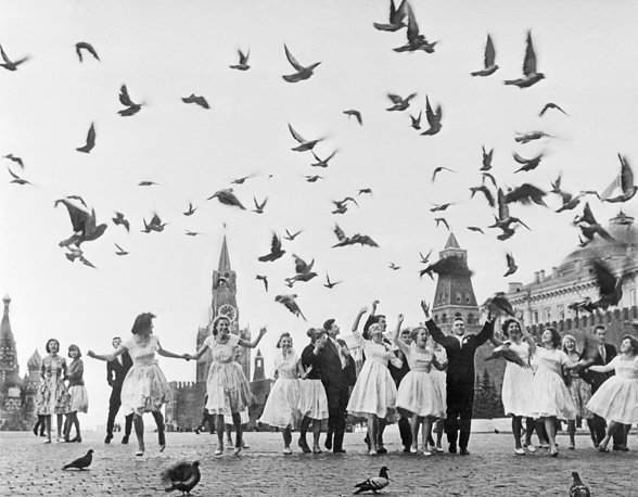 Moscow school leavers in Red Square, 1961
