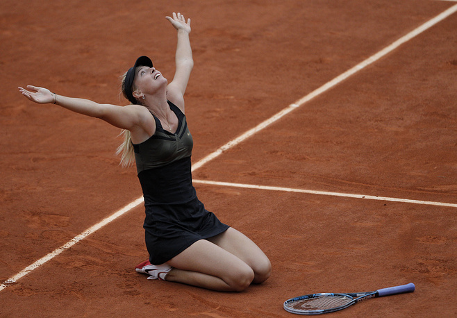 Russia's Maria Sharapova reacts as she defeats Italy's Sara Errani in their women's final match in the French Open tennis tournament at the Roland Garros stadium in Paris, 2012
