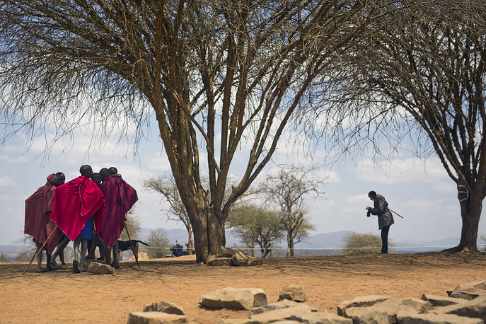 Maasai men converse under a tree after they cast their ballots in Eseki, 140 kms south of Nairobi, Kenya, August 8