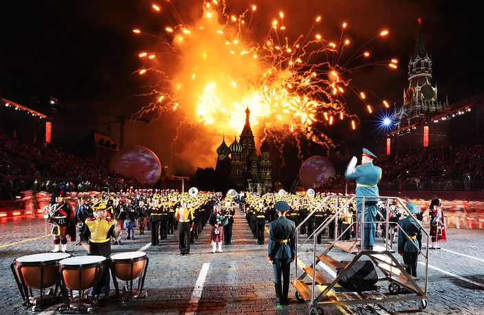 Fireworks at the opening ceremony of the 2017 Spasskaya Tower international military music festival in Moscow's Red Square, Russia, August 26