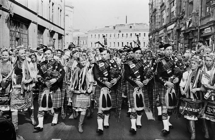 The Scottish Highlanders Orchestra and delegates from Ukraine, 1957