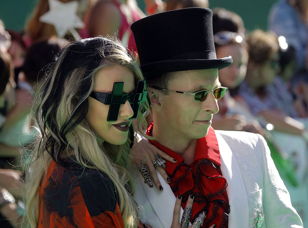 Sobchak is also known as It girl and clothes designer. Photo: Ksenia Sobchak and Russian film director and actor Ivan Okhlobystin, 2011