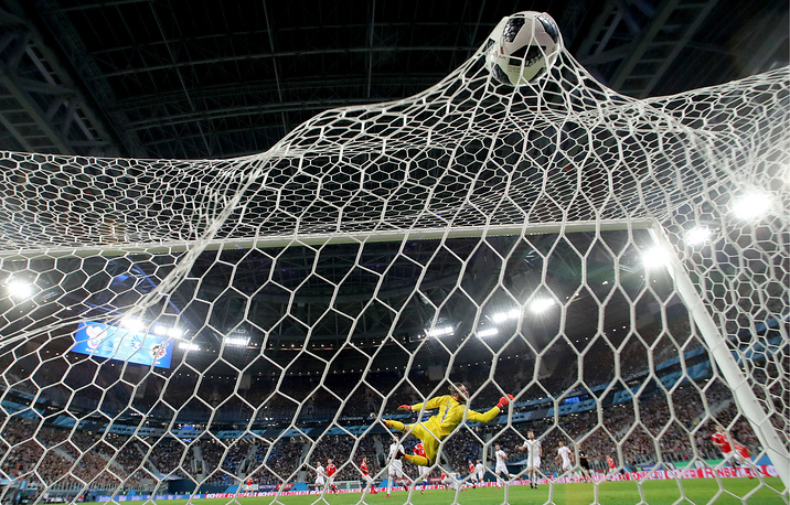 Spain's goalkeeper David de Gea concedes a goal in an international friendly football match against Russia at Saint Petersburg Stadium, Russia, November 14. The game ended in a 3-3 draw.