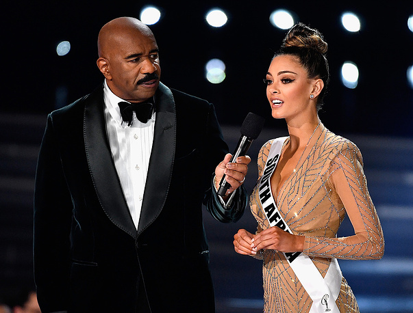 Host Steve Harvey speaks to Miss South Africa 2017 Demi-Leigh Nel-Peters