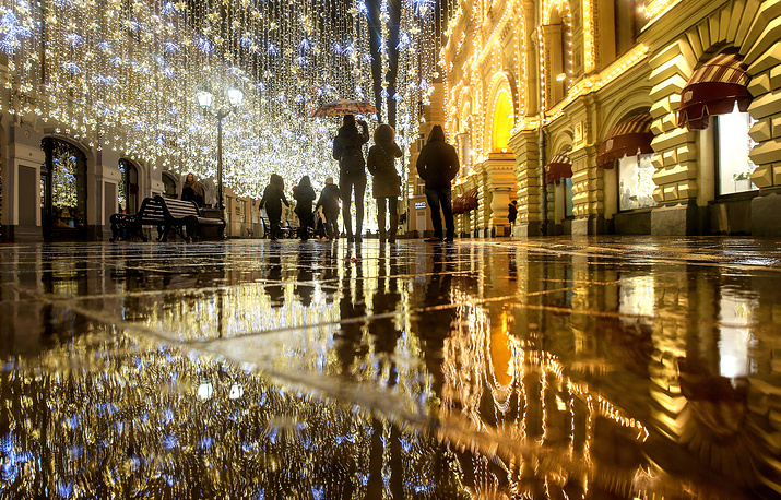 People walk in the rain in Nikolskaya Street, as the highest recorded December temperature was registered in Russian capital since 1879, Moscow, Russia, December 17