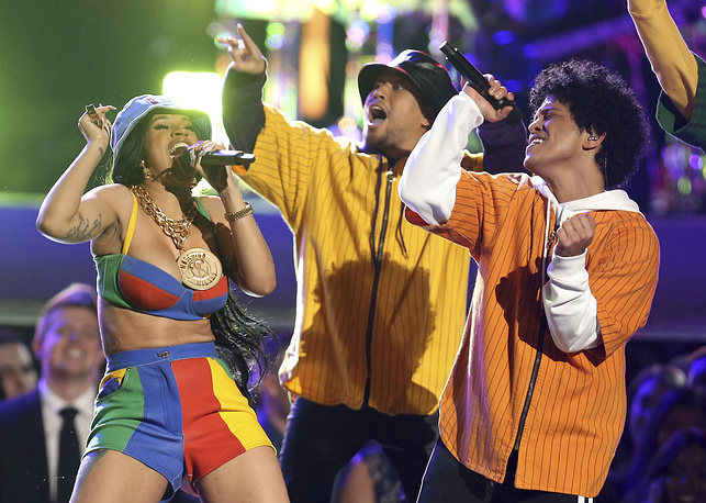 """Bruno Mars and Cardi B perform """"Finesse"""""""