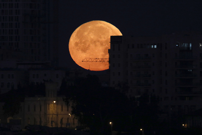 A super blue blood moon rises above the old city of Jerusalem, Israel