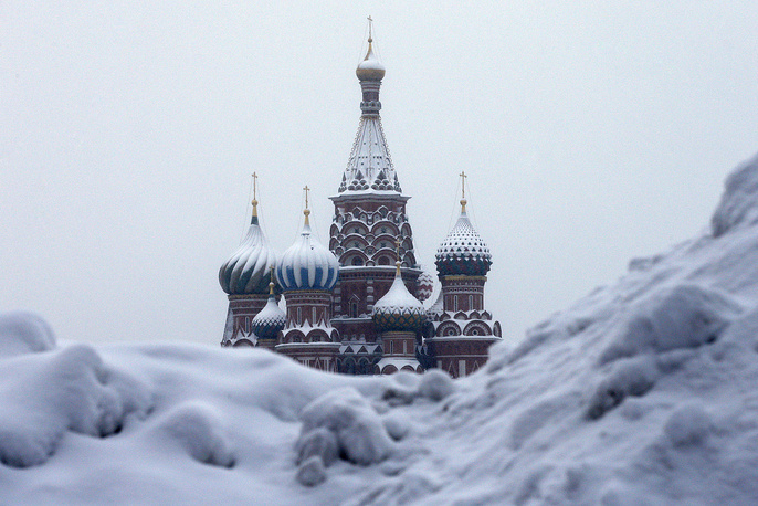 Snow piled up by Moscow's Red Square