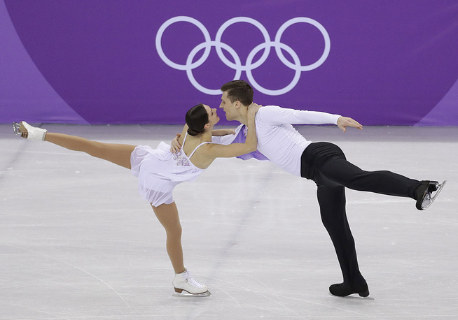 Russian athletes Natalia Zabiiako and Alexander Enbert won bronze in pair skating free programme