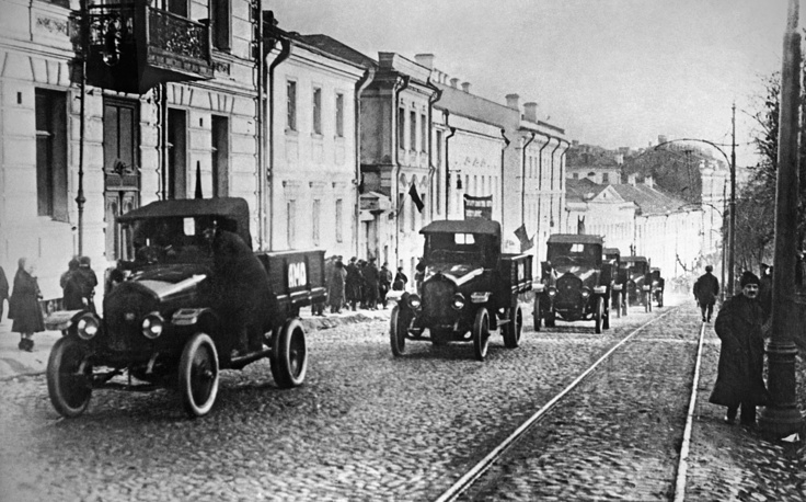 Amo-F-15 automobiles making their way from the Moscow automotive plant to Red Square, 1924