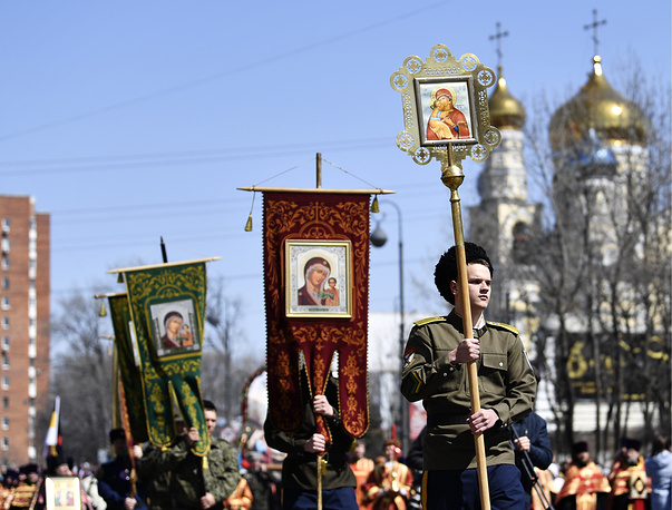 Orthodox believers follow an Easter procession from the Cathedral of the Intercession to the Vladivostok central square
