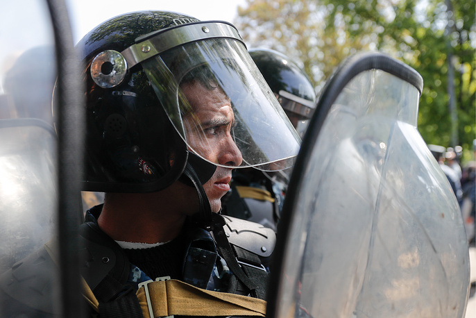 A police officer seen outside the Residence of the President of Armenia in Marshal Bagramyan Street in Yerevan