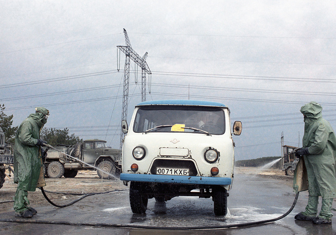 Sanitizing cars at leaving the Chernobyl Exclusion Zone, 1987