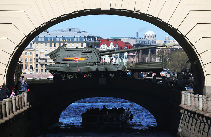 Msta-S self-propelled howitzer is being driven away from St Petersburg's Palace Square after a dress rehearsal of th military parade marking the 73rd anniversary of the victory in the Great Patriotic War, the Eastern Front of World War II, Saint Petersburg, May 6