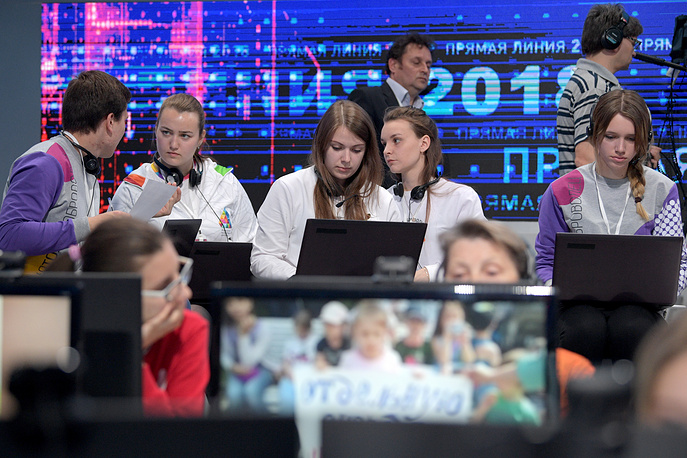 Volunteers seen during Vladimir Putin's annual Q&A session