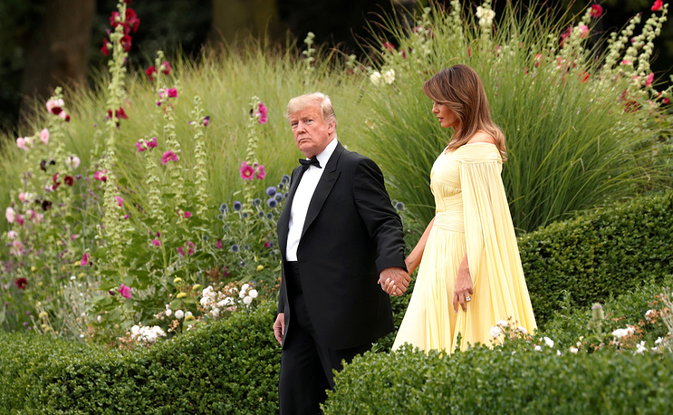 US President Donald Trump and the first Lady Melania Trump leave the US ambassador's residence, Winfield House, on their way to Blenheim Palace for dinner with Britain's Prime Minister Theresa May and business leaders, in London, July 12