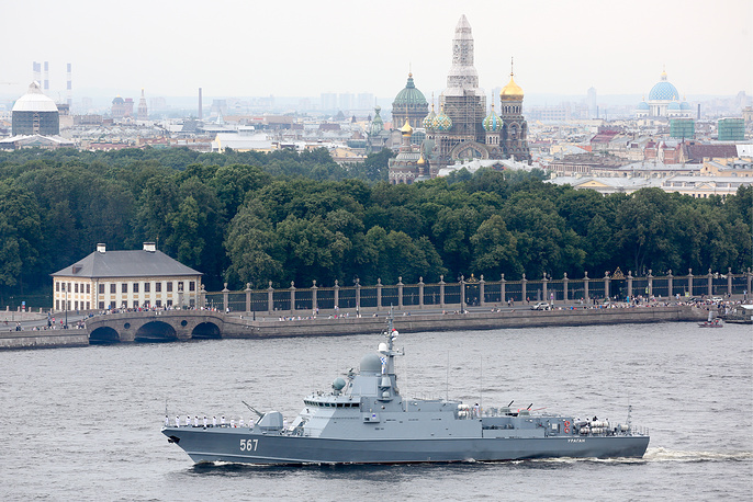Uragan missile corvette of Project 22800 seen on the Neva River. Pictured in the background are the Church of the Savior on Spilled Blood and the Trinity Cathedral