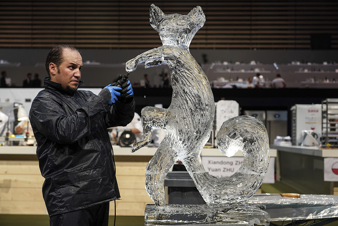 Sapuarachchige Duminda, member of the Tunisia team, works on a ice sculpture