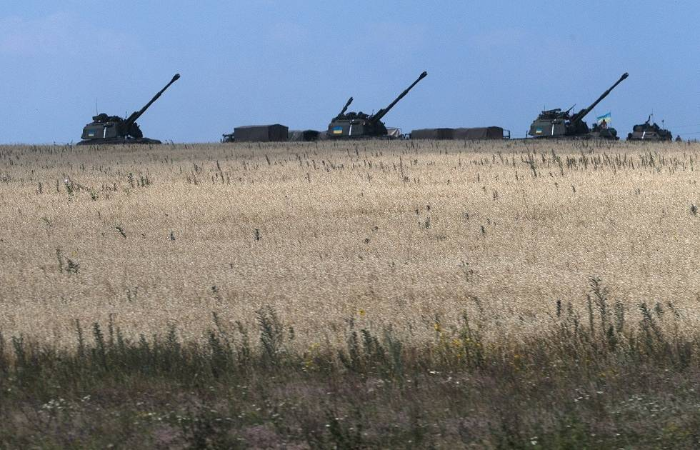 Ukrainian government artillery guns not far from Donetsk AP Photo/Dmitry Lovetsky