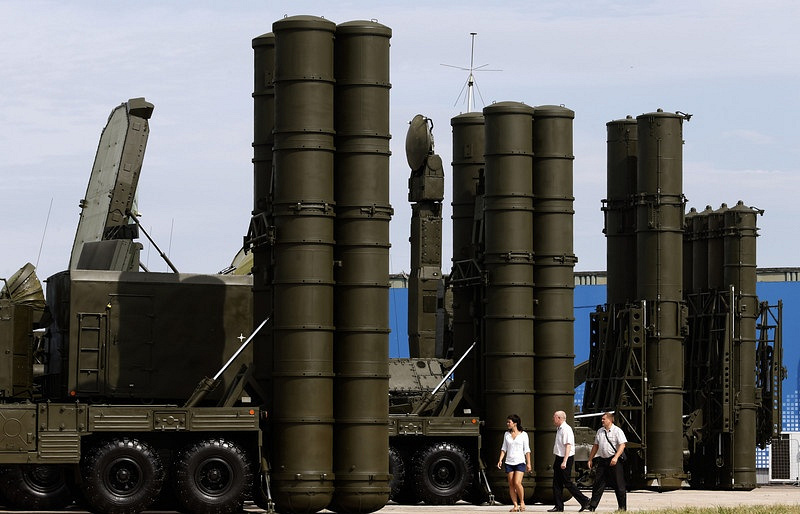 A Russian anti-aicraft missile system, S-300 (R) and S-400 (L)  EPA/MAXIM SHIPENKOV