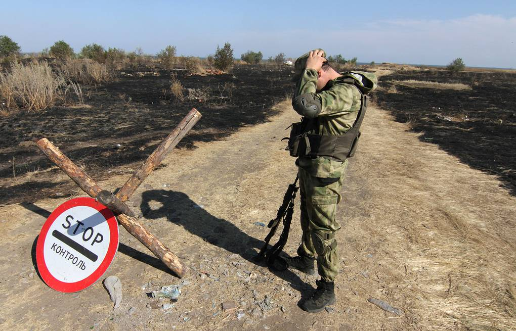 A Ukrainian soldier stands nears the Russian border EPA/PHOTOMIG
