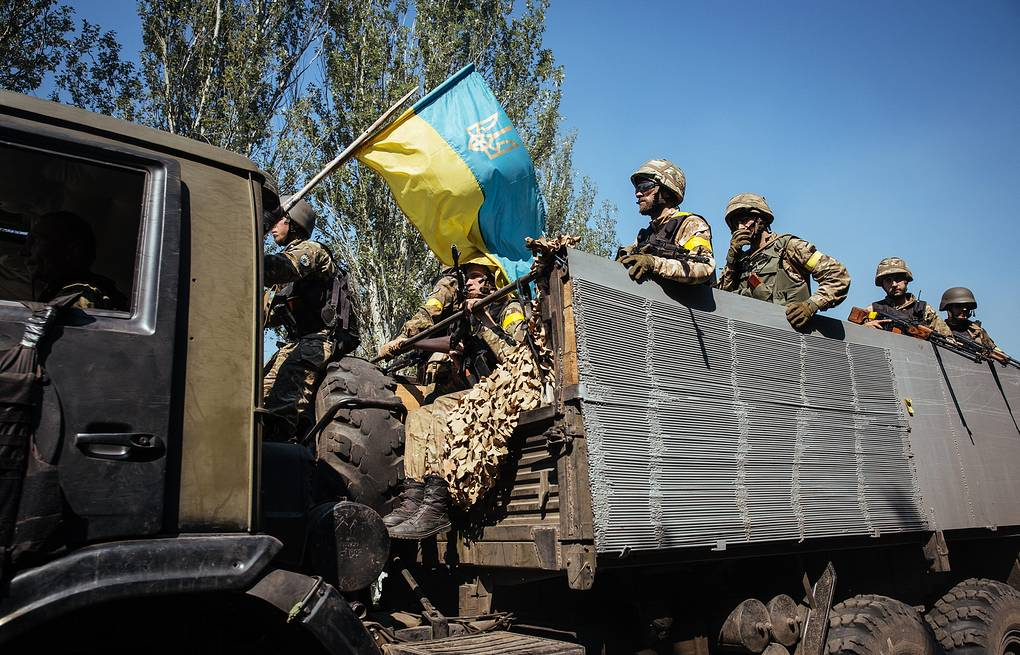Ukrainian troops seen near the town of Ilovaisk EPA/ROMAN PILIPEY