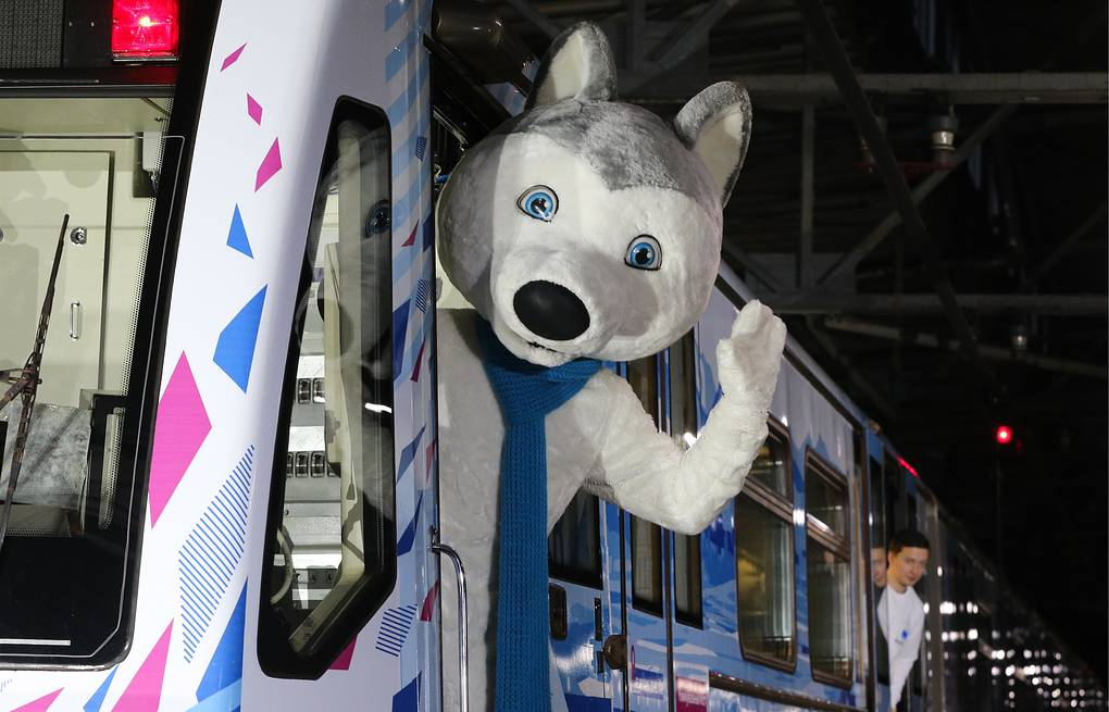 U-Laika, the official mascot of the 2019 Winter Universiade, at a ceremony to launch a 2019 Winter Universiade themed train Vladimir Gerdo/TASS