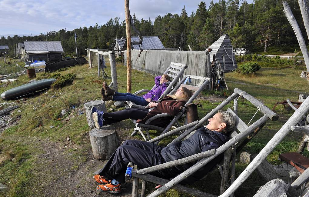 Tourists at the Tonya Tetrina open-air ethnographic museum in Murmansk region  Lev Fedoseyev/TASS
