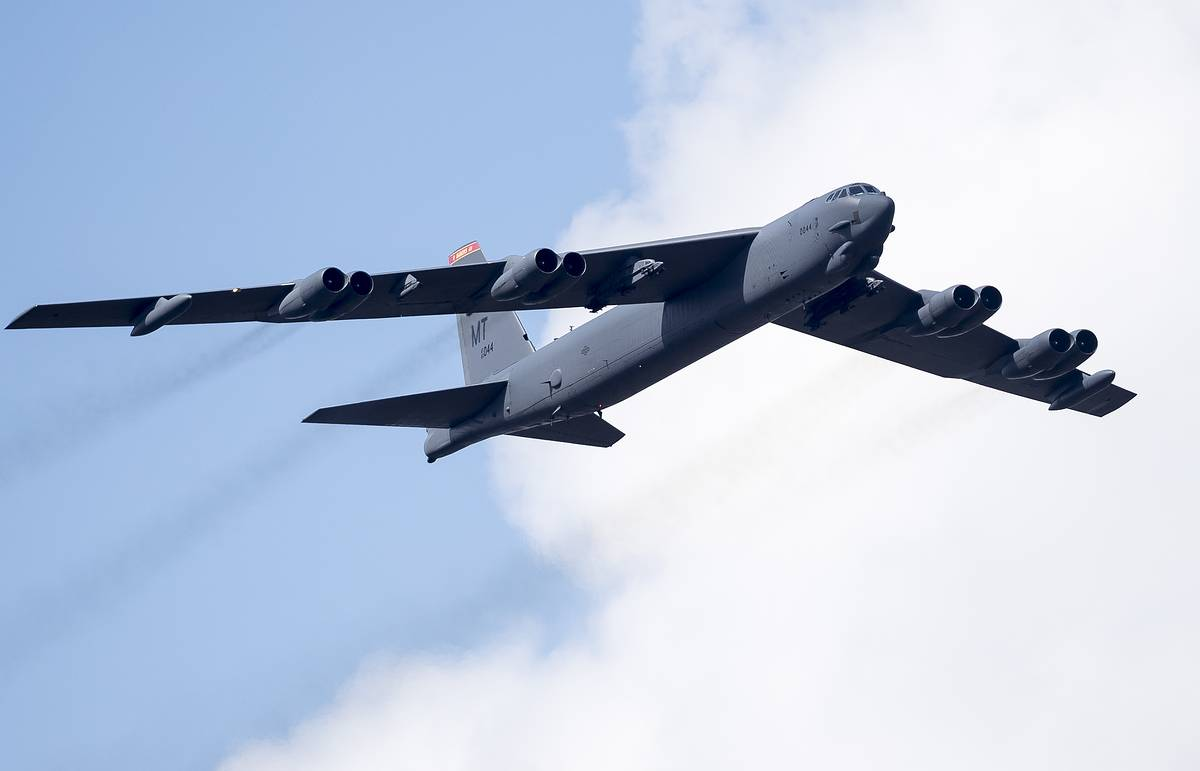 Two Sukhoi jets chase US B-52 bomber away from Russian border