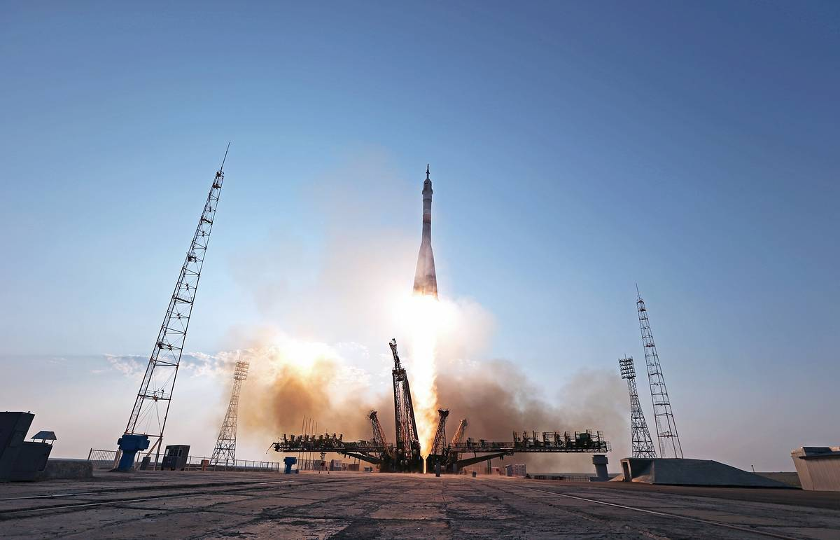 Roscosmos chief says Soyuz MS version for flights to Moon to cost $400 mln