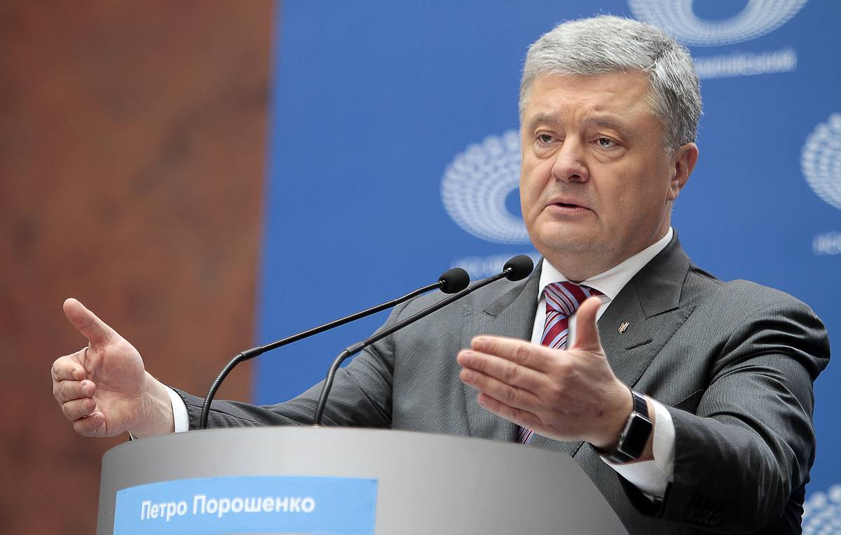 Poroshenko recognizes his defeat at elections but says he is not quitting politics
