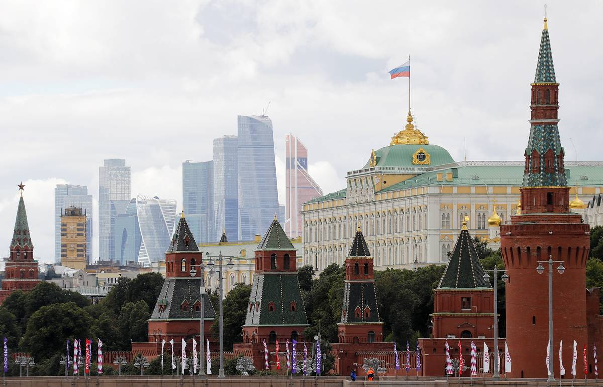 Moscow will judge new Ukrainian president by his actions, Kremlin says