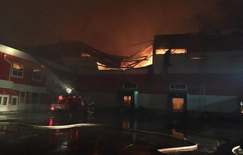 Distribution center in Voronezh Region is on fire, with 20,000 square meters ablaze