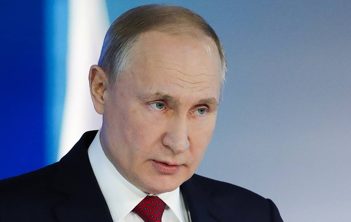 Russia is obliged to protect truth about victory over fascism, Putin says