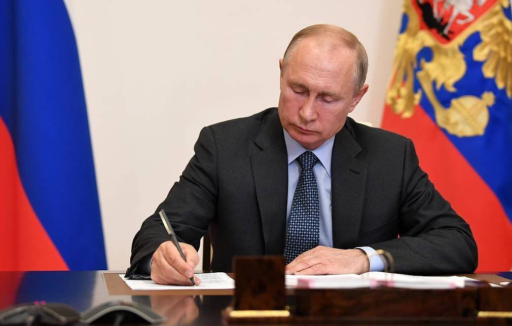 Putin signs law on remote online vote at federal level - Russian Politics &  Diplomacy - TASS