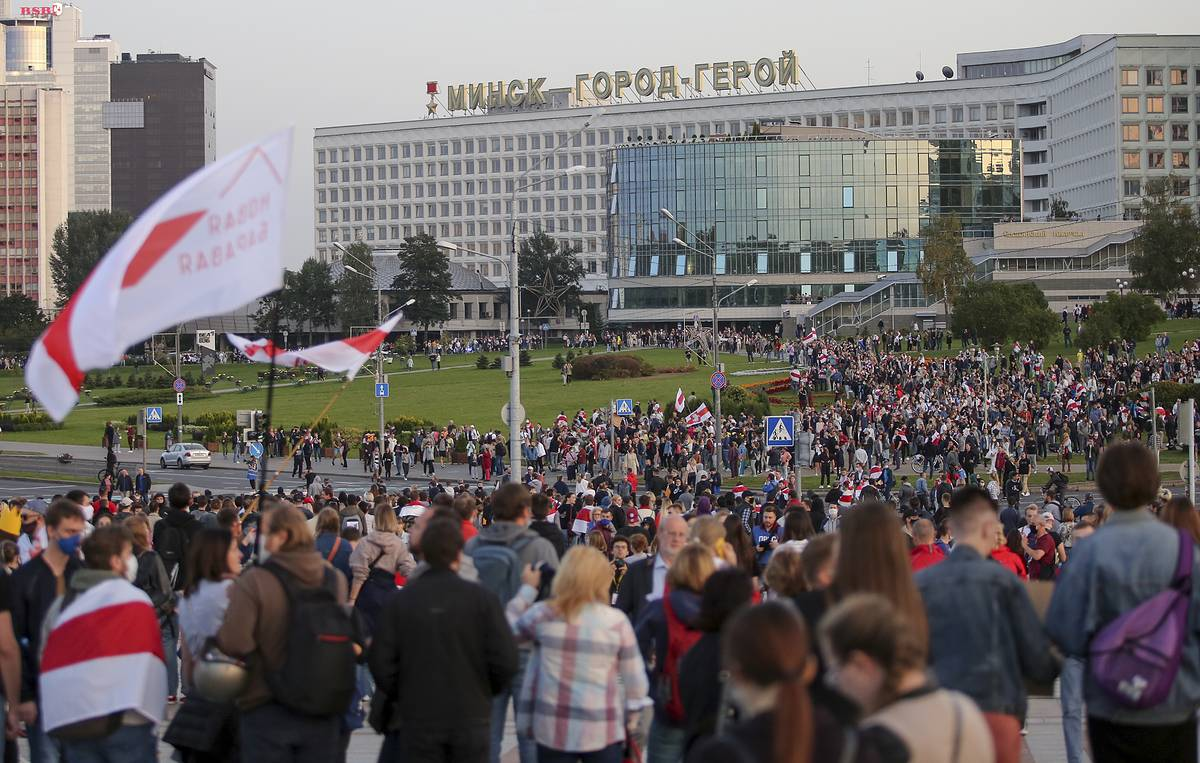 Press review: Opposition reacts to Lukashenko's inauguration and Russian-led drills excel