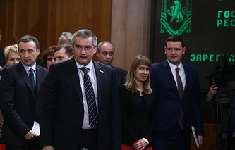 Crimean Prime Minister Sergei Aksyonov (C) at the extraordinary session of the Crimean State Council