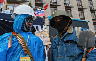 Protesters at a rally in front of the occupied regional administration building in Donetsk